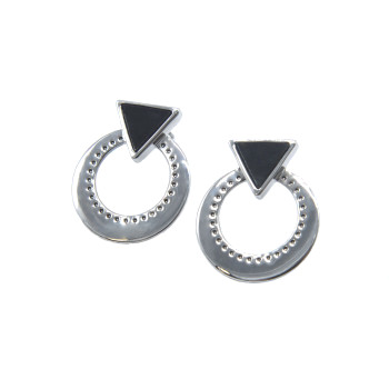 Round loop with a triangle earrings