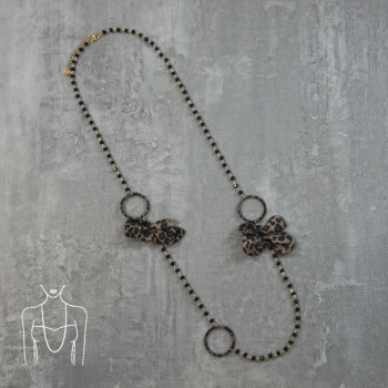 Long beaded necklace with animal print bows