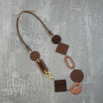 Long necklace with flat geometric elements